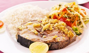 Grilled tuna with rice and vegetable salad